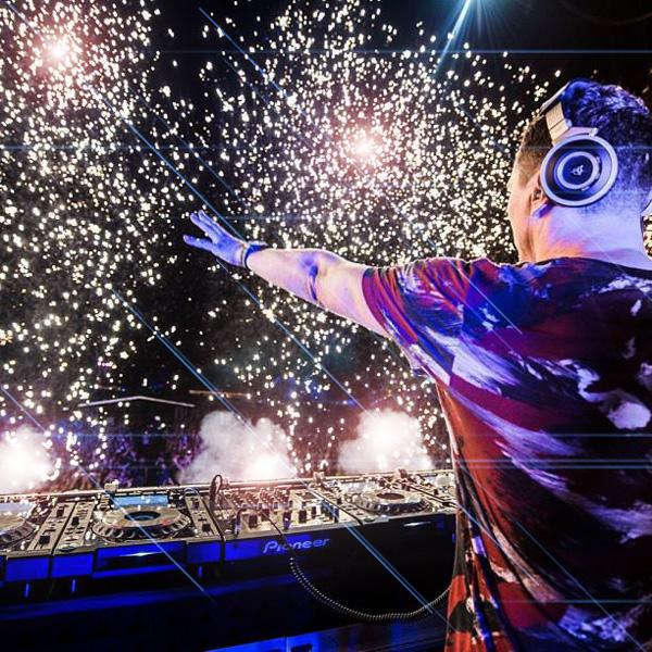 tiesto-dj-fireworks-web